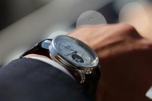 【ケースサイズについて】手首が細い男性にも似合う腕時計